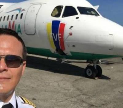 Estalló el motor de un avión y una mujer casi sale despedida en pleno vuelo