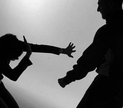 Ex preso desfiguró a trompadas y patadas a su ex y como si fuera poco le robó