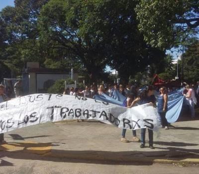 Docentes de Concordia se manifestaron en Plaza Urquiza